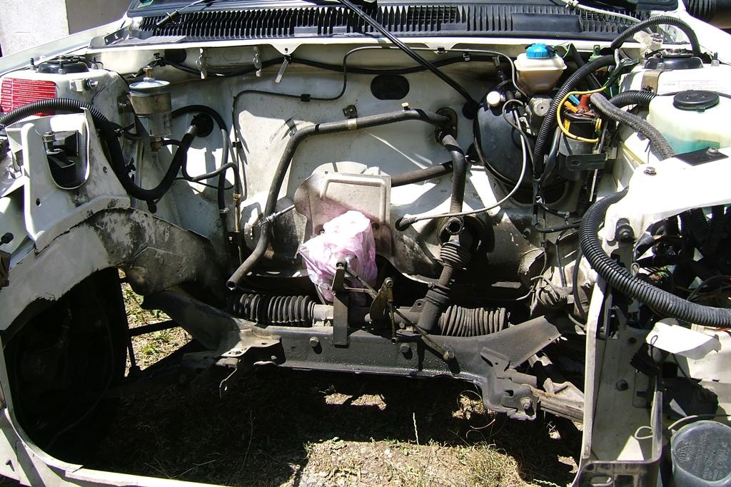 [90]  205 GTI 1L6 - 115cv - AM88 - Blanc Meije - Nouvelle Lionne au pays du Lion Dscf5019