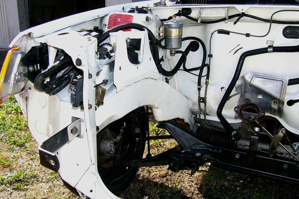 [90]  205 GTI 1L6 - 115cv - AM88 - Blanc Meije - Nouvelle Lionne au pays du Lion Dscf5021