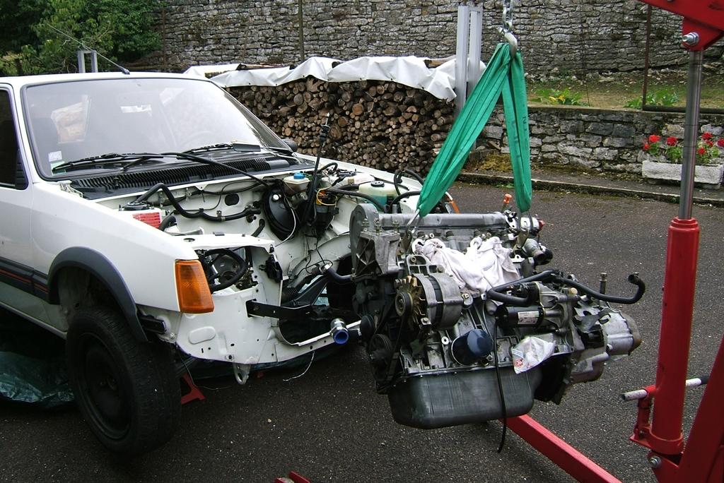 [90]  205 GTI 1L6 - 115cv - AM88 - Blanc Meije - Nouvelle Lionne au pays du Lion Dscf5027