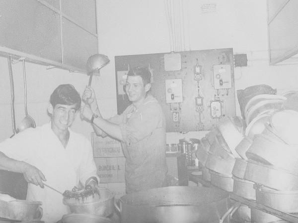 [Les traditions dans la Marine] LE CAMBUSARD ET LE VIN DE PRÉCISION (Sujet unique) 06101914