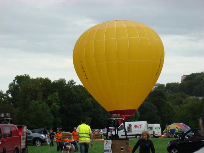 montgolfiére dans le ciel de charente Dsc08413