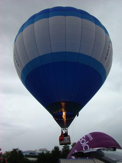 montgolfiére dans le ciel de charente Dsc08415