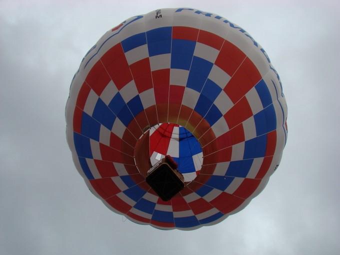 montgolfiére dans le ciel de charente Dsc08559