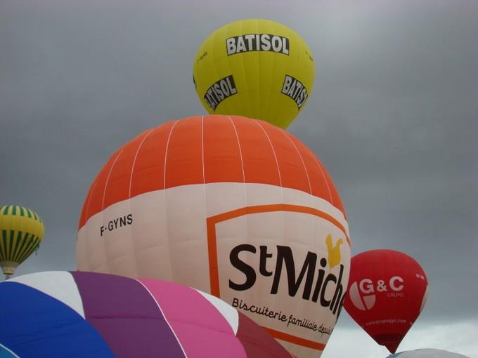 montgolfiére dans le ciel de charente Dsc08561