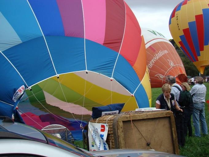montgolfiére dans le ciel de charente Dsc08562