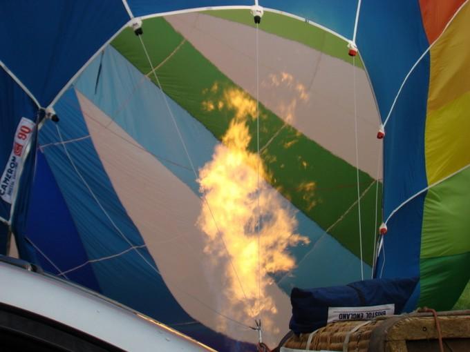 montgolfiére dans le ciel de charente Dsc08564
