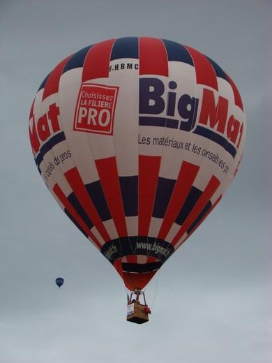 montgolfiére dans le ciel de charente Dsc08565
