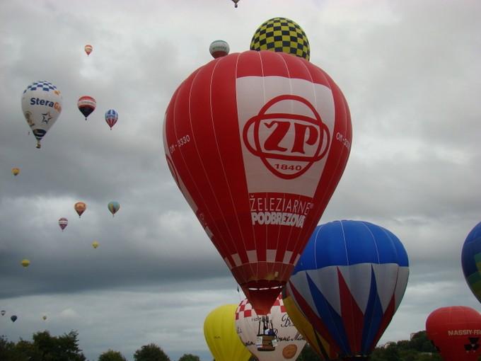 montgolfiére dans le ciel de charente Dsc08629