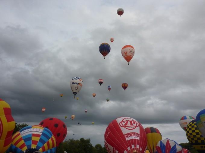 montgolfiére dans le ciel de charente P1050210