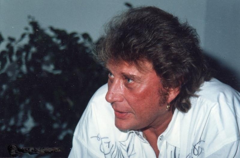 Johnny chez le coiffeur, cheveux longs cheveux courts  - Page 2 Img73713
