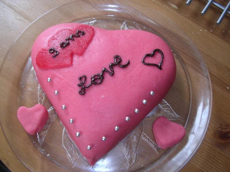 gateau en forme de coeur Dscn3410