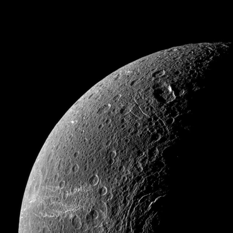 Les Satellites de Saturne par Cassini... - Page 2 Dione210