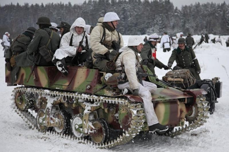 Une Reconstitution d'une bataille de la Seconde Guerre mondiale... Recons11