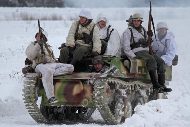 Une Reconstitution d'une bataille de la Seconde Guerre mondiale... Recons13