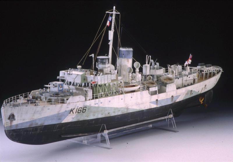corvette HMCS SNOWBERRY 1/72eme revell  Rev05010