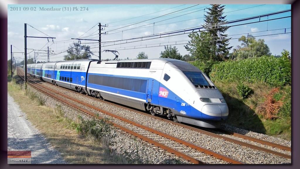 """BB26000 : BB 126046 """" Carmillon"""" sur le 3631  Paris-Port Bou à Montlaur (31)   2011_079"""