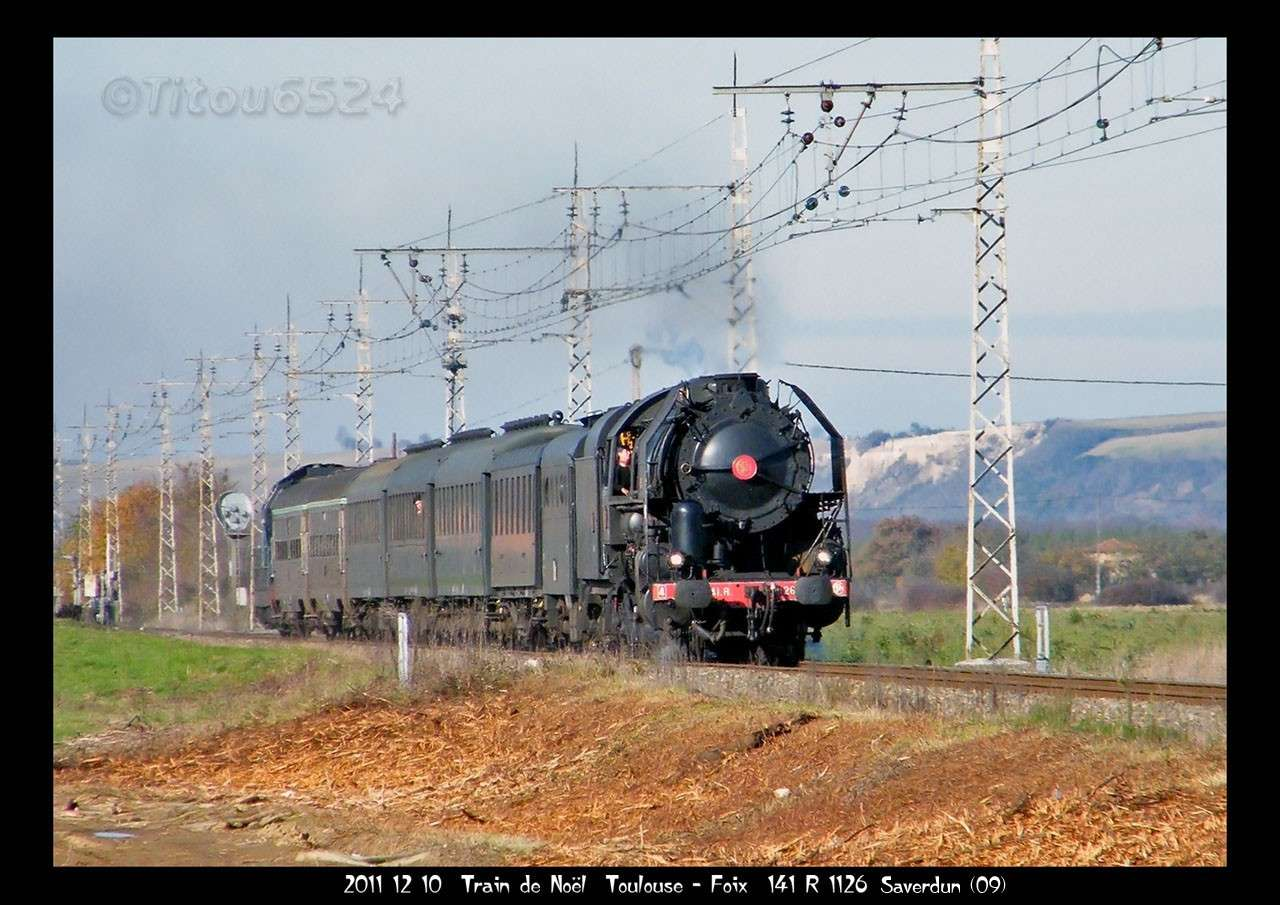 2011 - R1126 : le Pére Noel aime les trains a vapeur . 2011_188