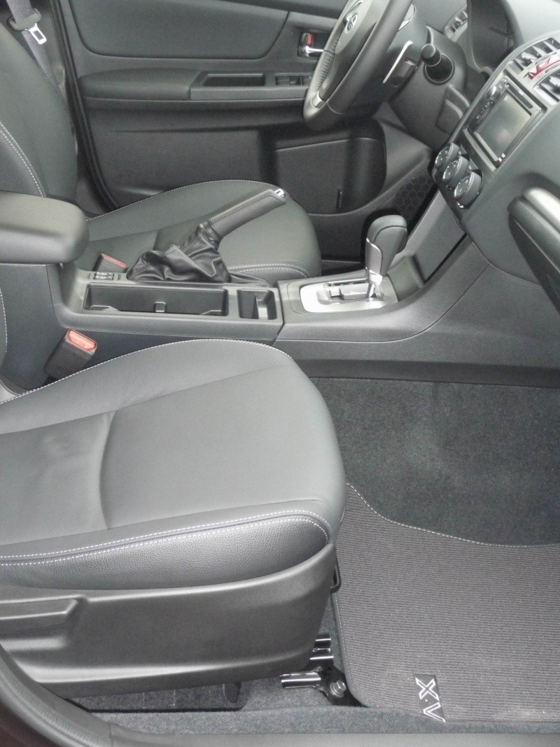 Subaru XV 2.0i Club CVT Deep Cherry Pearl Redim112