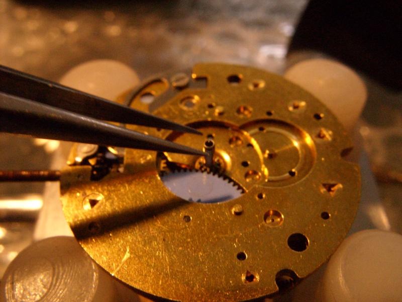 Essai sur l'horlogerie ( premier démontage de montre inside)(photos) Ss853021