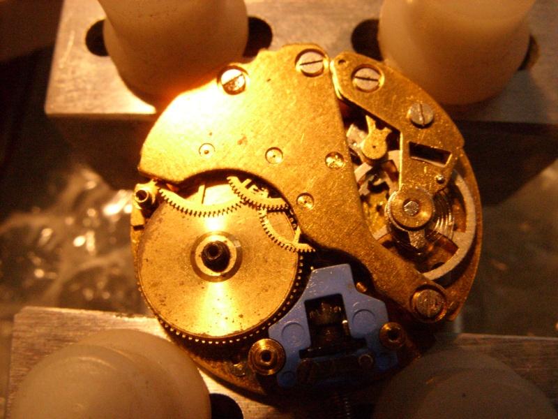 Essai sur l'horlogerie ( premier démontage de montre inside)(photos) Ss853024