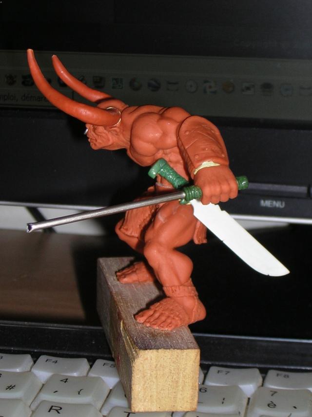 Figurine minotaure / gally (gunnm) / tortue ninja - Page 2 Dscn5231