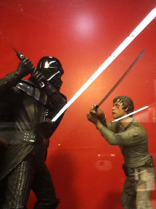 STAR WARS: LUKE VS DARTH VADER ON BESPIN Diorama 40572610