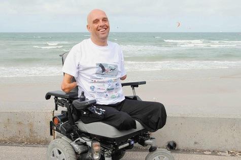Le nageur amputé,Philippe Croizon,réussit la première étape de son tour du monde de l'extrême Le-nou10