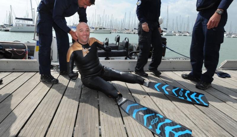 Le nageur amputé,Philippe Croizon,réussit la première étape de son tour du monde de l'extrême Philip11