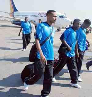 بعثة الهلال وصلت الكنغو عن طريق عنتبي اليوغندية امس Halal10