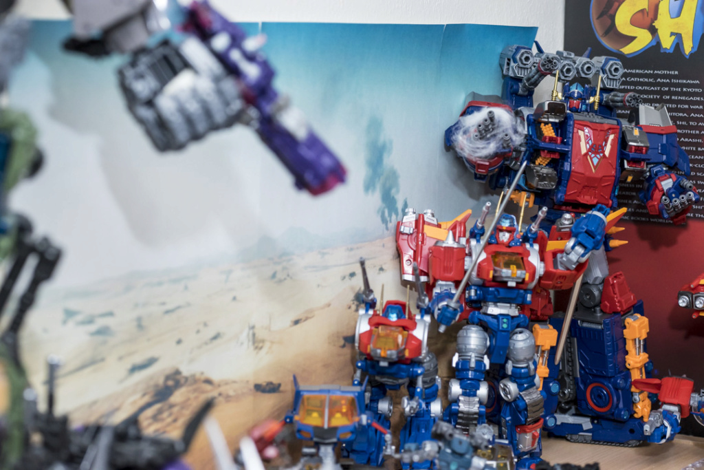 Guerres Transformers! Montrez-moi vos batailles et guerres épiques en photo ici. - Page 8 Dsc00115