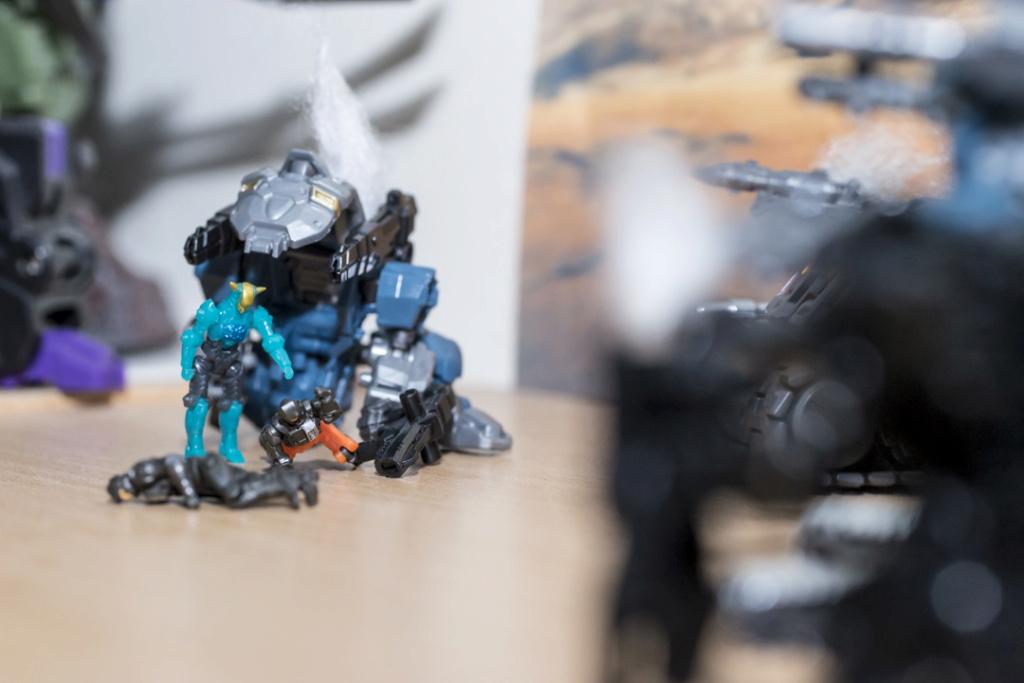 Guerres Transformers! Montrez-moi vos batailles et guerres épiques en photo ici. - Page 8 Dsc00116