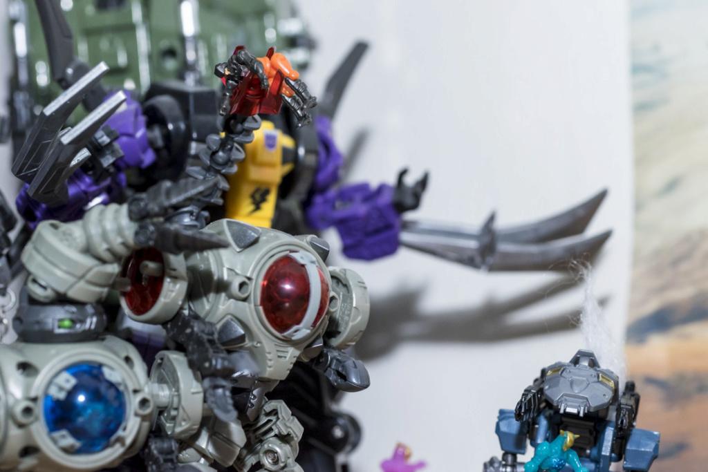Guerres Transformers! Montrez-moi vos batailles et guerres épiques en photo ici. - Page 8 Dsc00120