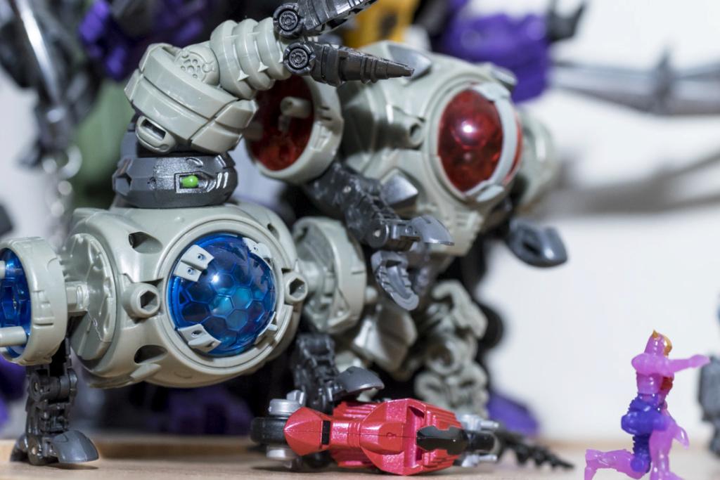 Guerres Transformers! Montrez-moi vos batailles et guerres épiques en photo ici. - Page 8 Dsc00122
