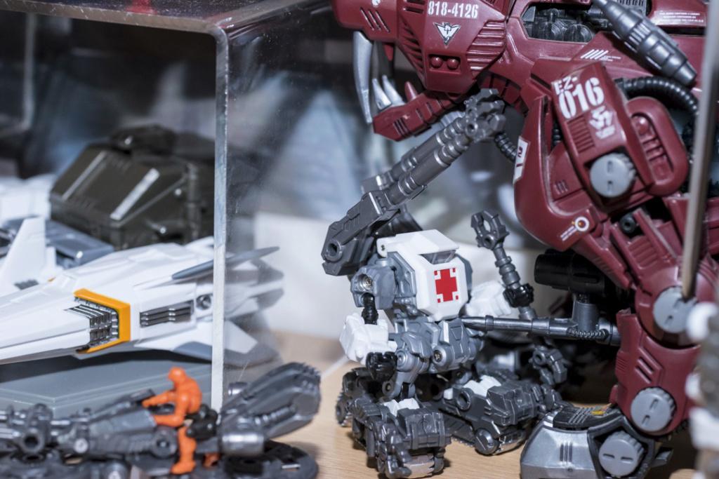 Vos montages photos Transformers ― Vos Batailles/Guerres | Humoristiques | Vos modes Stealth Force | etc - Page 13 Dsc00126
