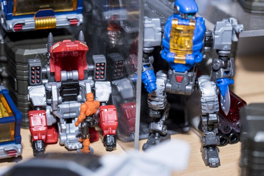 Guerres Transformers! Montrez-moi vos batailles et guerres épiques en photo ici. - Page 8 Dsc00127