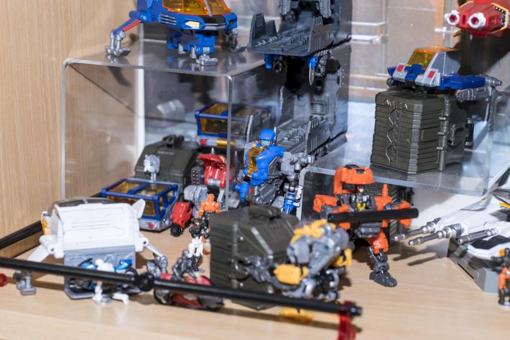 Guerres Transformers! Montrez-moi vos batailles et guerres épiques en photo ici. - Page 8 Dsc00130
