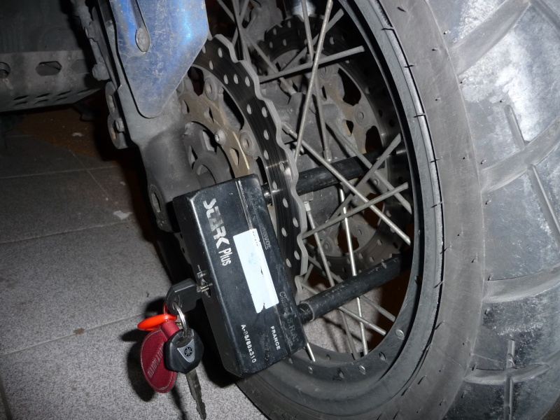 Antivol U attention à votre durite de frein!!!!! P1120015