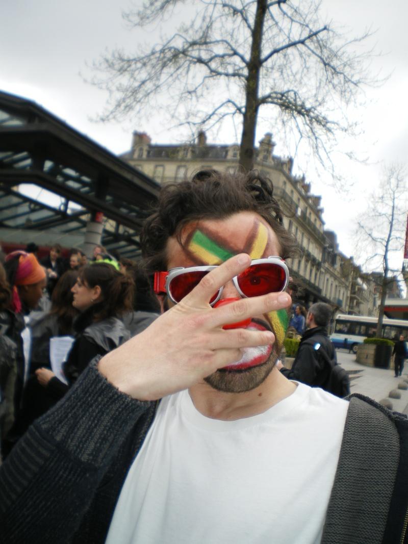 3 avril 2008 des clowns dans les rues d'Angers Imgp0252