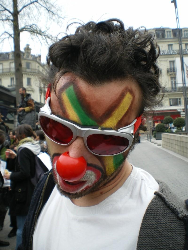 3 avril 2008 des clowns dans les rues d'Angers Imgp0253