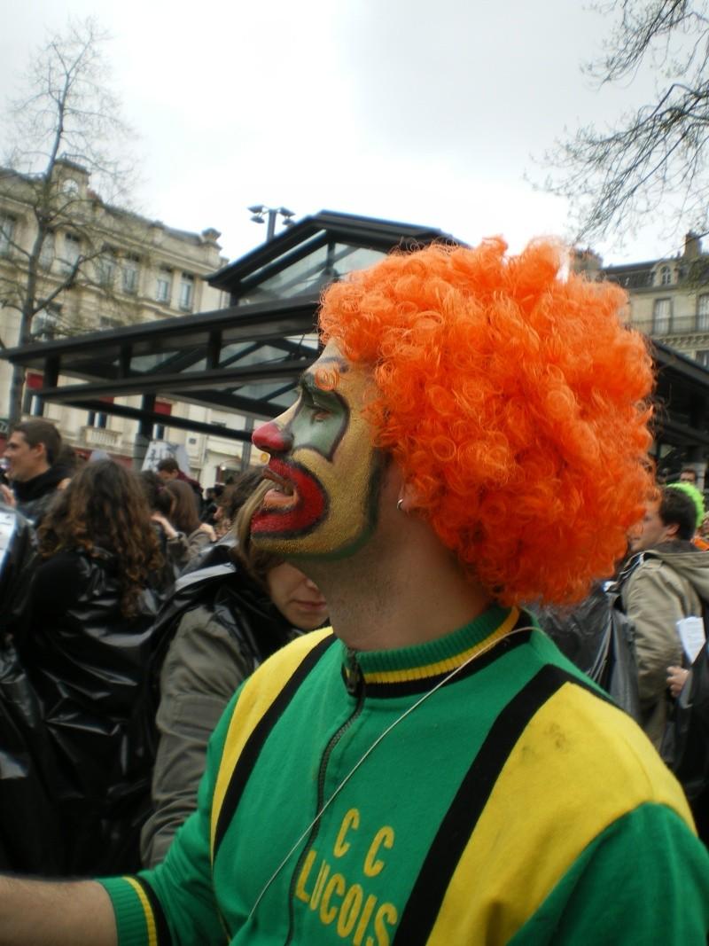 3 avril 2008 des clowns dans les rues d'Angers Imgp0254