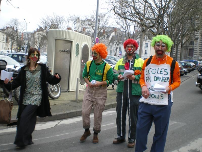 3 avril 2008 des clowns dans les rues d'Angers Imgp0346