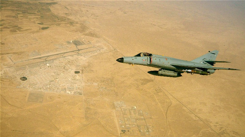 3 Mirage 2000D succèdent aux Super Etendard de la 17F Sem_au10