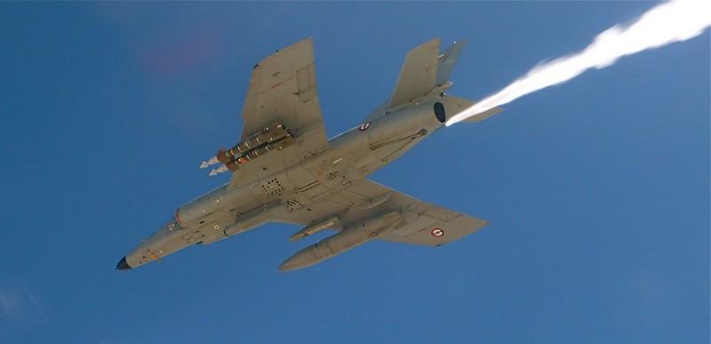 3 Mirage 2000D succèdent aux Super Etendard de la 17F Sem_en10