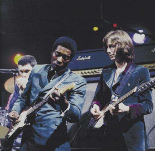 Les 1000 visages d'Eric Clapton - Page 3 56389210