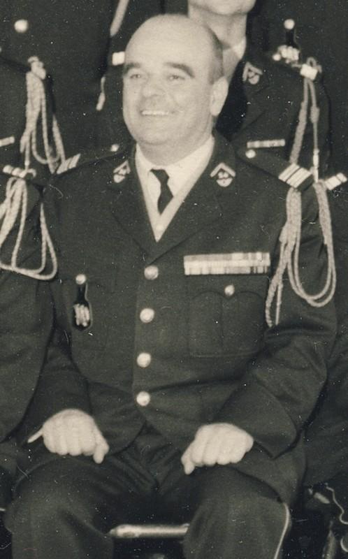 groupe d'offciers du 24e Groupe de chasseurs vers 1970 ? Entra394