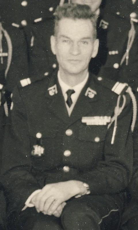 groupe d'offciers du 24e Groupe de chasseurs vers 1970 ? Entra396