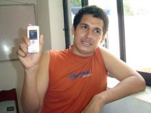 Vigilante nocturno graba un ovni con su móvil en Perú Eder10