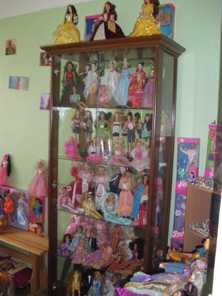 Ma collection de poupées Barbies - Page 2 Imgp0780