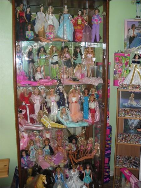 Ma collection de poupées Barbies - Page 2 Imgp0781