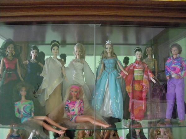 Ma collection de poupées Barbies - Page 2 Imgp0783